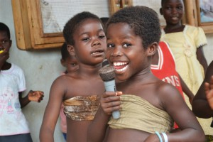 Children singing and dancing at a site for displaced families in Duékoué, western Côte d'Ivoire. (irin)